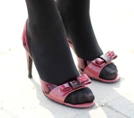 Sandale mit Strumpfhosen